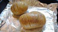 Запечену картоплю в духовці у фользі