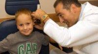Позбавляємося від сірчаної пробки у дітей за допомогою перевірених ліків і народних методів
