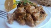 Яловичина в сметанному соусі — рецепти приготування