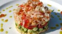Салат з крабовими чіпсами: швидкий і смачний рецепт