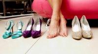 Як розносити шкіряне і замшеве взуття, яке тисне?