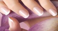 Білий френч на коротких нігтях