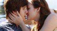 Чому не можна цілуватися з хлопцем в губи: причини заборони