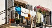 Як швидко висушити одяг після прання без фену і праски