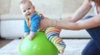 Вправи на фітболі для немовлят