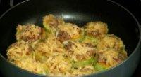 Різні смачні страви на сковороді з додаванням фаршу