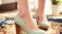 Туфлі на товстому каблуці – елемент ретро, як носити туфлі на платформі