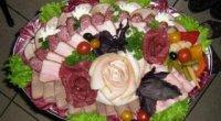 Як зробити нарізки на стіл з м'яса, овочів і фруктів?