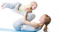 Худнемо після пологів: вправи з дитиною на руках