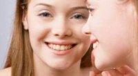 Прищі на шиї і підборідді у жінок – чому вони з'являються і як розпрощатися з ними назавжди?