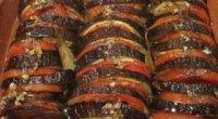 Баклажани з помідорами і часником – справжня смакота!