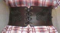 Як носити широкий пояс з різними елементами гардеробу