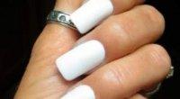 Хитрість для білосніжних кінчиків нігтів — відбілюючий олівець