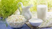 Скільки сиру виходить з 1 літра молока і кефіру?