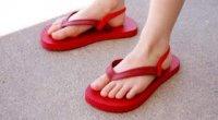 Літнє взуття в стилі мінімалізм. Як правильно вибрати в'єтнамки?