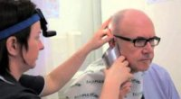 Як промити вухо в домашніх умовах: діємо дбайливо