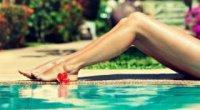 Чому з'являються чорні крапки на ногах і як від них позбутися?
