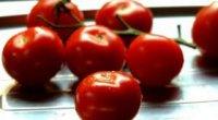 Як зняти шкірку томату?