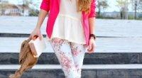 Штани з квітковим принтом – з чим носити?