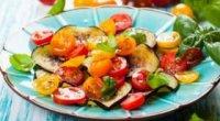 Готуємо смачну літню страву – салат з баклажанів з помідорами і часником