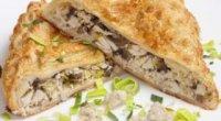 Апетитні пироги з листкового тіста з куркою та іншими інгредієнтами