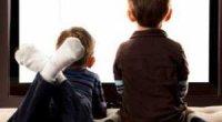 Чому дітям не можна дивитися телевізор: шкода, вплив, як відучити