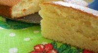 Рецепти смачного бісквіта в мультиварці з яблуками і варенням