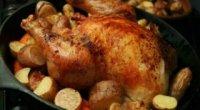 Простий і доступний спосіб приготування курки в банці в духовці