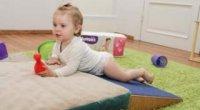 Як малюк вчиться перевертатися?