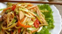 Готуємо курячий салат з соєвим соусом