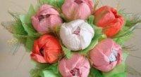 Троянди з цукерок і гофрованого паперу своїми руками