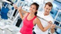 Базові вправи в тренажерному залі для жінок і чоловіків