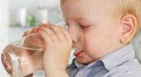 Дитина багато п'є води, чому