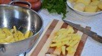 Як нарізати картоплю соломкою?