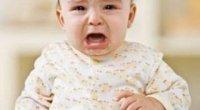 У дитини пітніє голова під час сну: що робити?