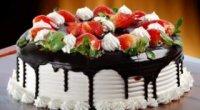 Прикраса торта фруктами і ягодами: створюємо фруктову композицію своїми руками
