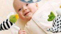 Психомоторний розвиток дитини до року: календар по місяцях