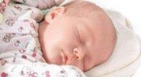 Ортопедична подушка для новонароджених: коли вона потрібна?