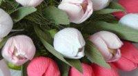 Як зробити тюльпани з цукерок і гофрованого паперу
