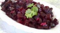 Оригінальна страва з доступного інгредієнта – салат з вареного буряка
