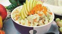 Як приготувати фруктовий салат з йогуртом? Прості та святкові варіанти
