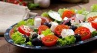 Рецепти салатів з моцарелою: вчимося готувати незвичайні закуски