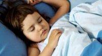 Потіє шия під час сну – причини і способи усунення проблеми