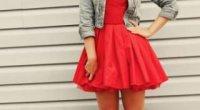 Несподівані поєднання одягу – кеди зі спідницею