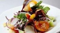Вегетаріанські салати на святковий стіл з квасолею, грибами, цезар