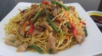 Китайська локшина з куркою і овочами: рецепт на будь-який випадок