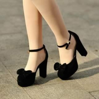 Взуття на товстих підборах вражає своєю різноманітністю. На полицях  магазинів можна зустріти як елегантні туфлі 6895b7ec8fd16