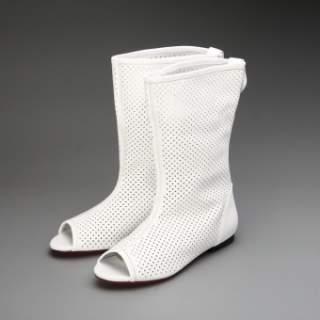 Винахід милих літніх чобітків в дірочку вирішило цю проблему – взуття  цілком стало можливим носити в теплу пору року і не тільки відчувати себе  комфортно c66ca9bd49393
