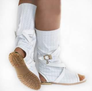 Чоботи з деніму можуть стати основою образу в стилі кантрі — їх можна  поєднувати з шортами faee76fdfc92f
