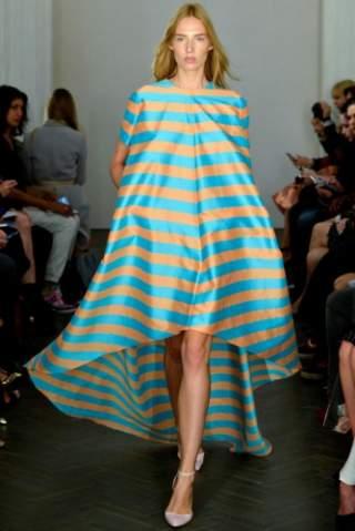 Плаття в смужку – модні тенденції в жіночому гардеробі ~ Жіночий ... ae13888b4a96a
